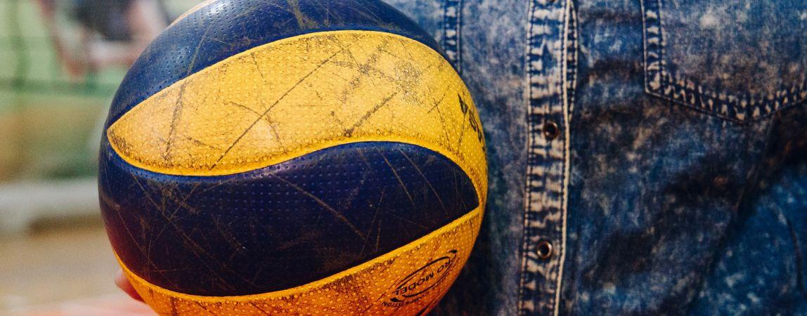 Научат каждого. Студентов приглашают на тренировки по волейболу