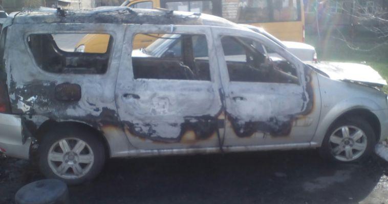 В Магнитогорске сгорела Lada Largus