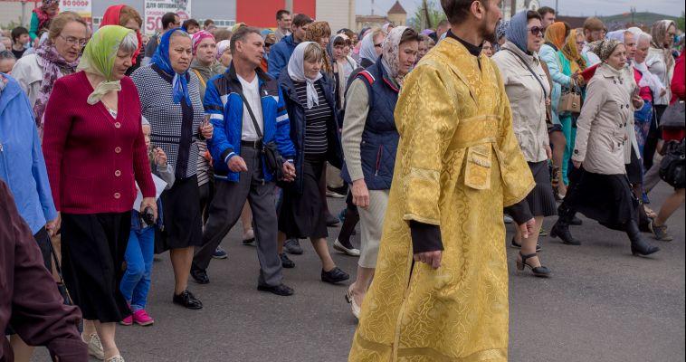 Фоторепортаж. В Магнитогорске прошёл крестный ход в честь Дня славянской письменности