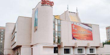 Театру куклы и актера «Буратино» глава города преподнес дорогой подарок