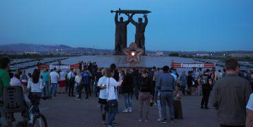 У монумента «Тыл-Фронту» зажгли «свечи памяти»