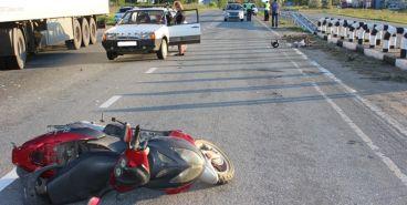 На трассе «Южноуральск-Магнитогорск» пенсионер на скутере попал под машину