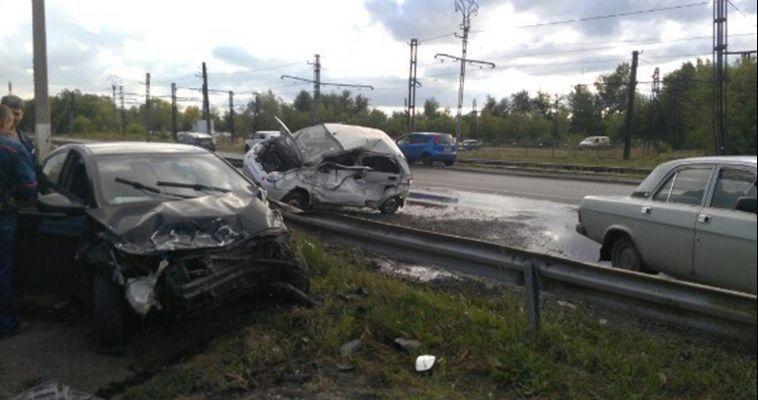 Автоледи на «Солярисе» разбила чужую машину