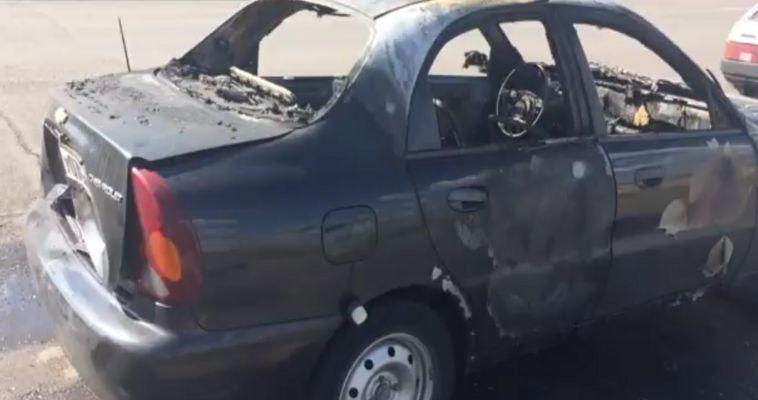 ВИДЕО: В машине находились две женщины и ребенок. Подробности о сгоревшем автомобиле