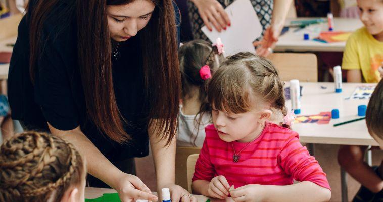 Подарок к празднику. В Магнитогорске повысят зарплаты воспитателям
