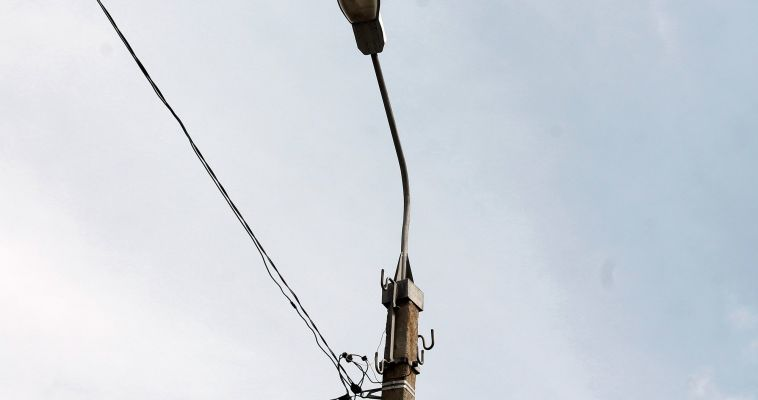 Электроопоры - не место для рекламы