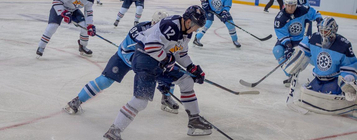 «Металлург» схлестнулся с «Сибирью» в Новосибирске