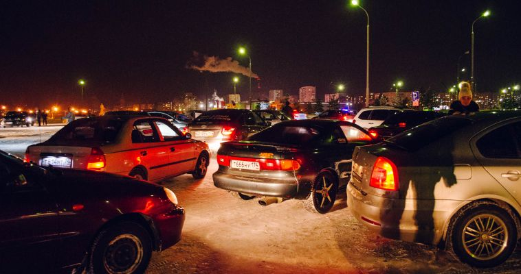 Видео: движущаяся «снежинка» из автомобилей