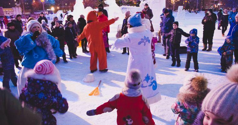 В двух районах города открылись ледовые городки