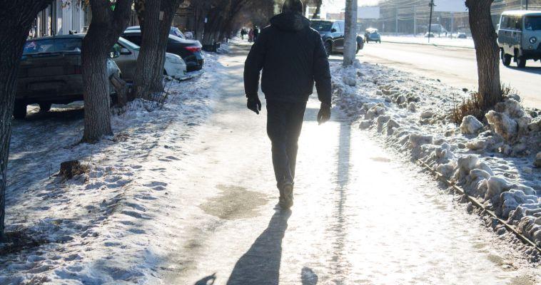 Горожане пополнили картотеку травмпункта из-за льда на тротуарах