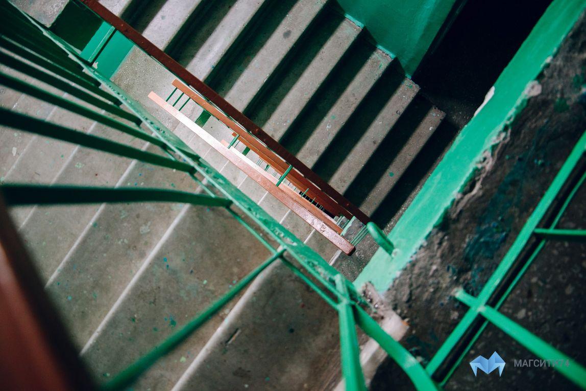 Пролетел девять этажей и упал на скамейку