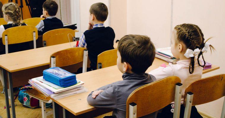 Единый учебник, астрономия и второй иностранный язык. Что ещё предлагают родители?