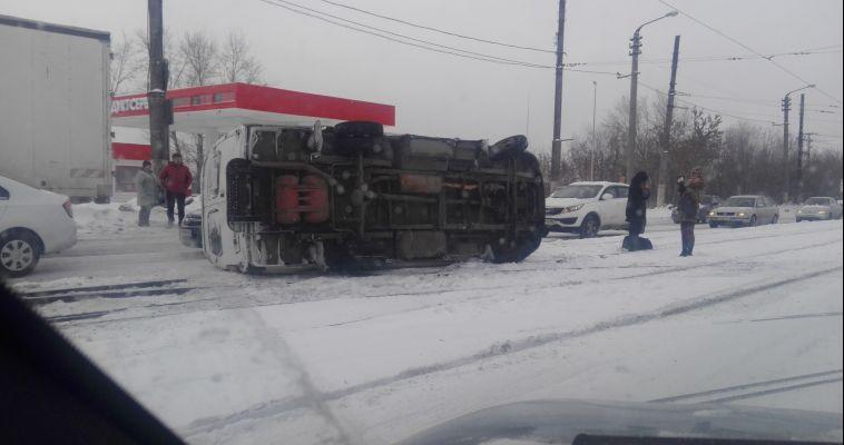 В перевернувшемся автобусе пострадали две женщины
