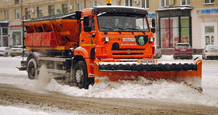 Город продолжают очищать от снега и рекламы