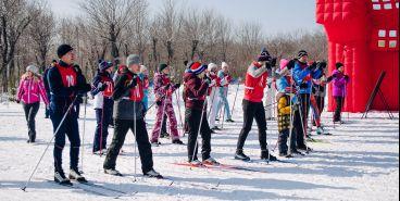 Лыжи надели даже чиновники. «Искристая лыжня – 2018» вновь собрала гостей