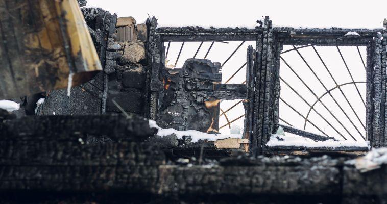 Огонь уничтожил двухэтажный дом правозащитницы