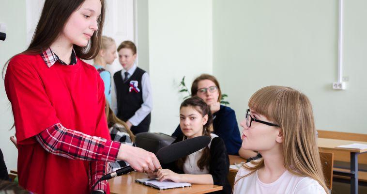 Школьники задали сто вопросов взрослому и узнали, как журналисты создают мифы