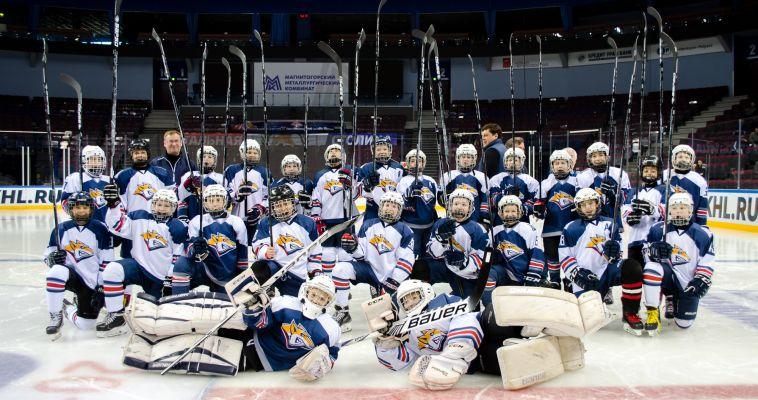 Юные хоккеисты получили подарки от игроков «Металлурга»