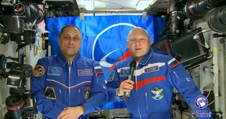 Прямо с орбиты. Экипаж МКС поздравил россиян с Днём космонавтики