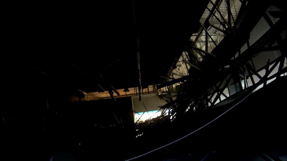 В крупном ТРК в области обрушился потолок