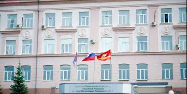 Со стен НКВД - на здание полиции. В Магнитке открыли мемориал сотрудникам ФСБ