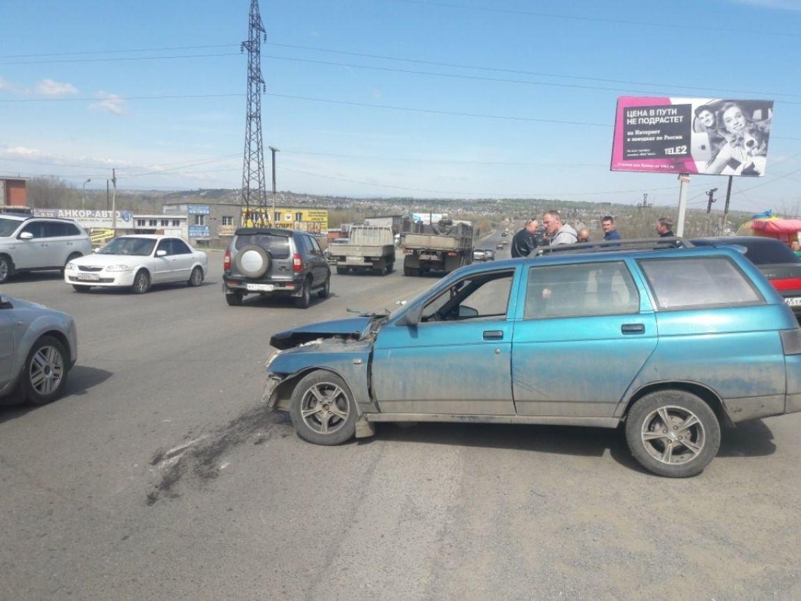 «ВАЗ-2111» заехал под «КамАЗ»