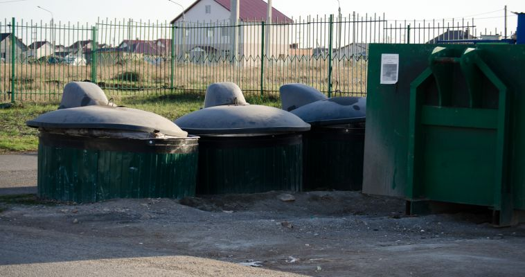 Кто в доме хозяин? Жителей «Зеленой долины» не пускают к мусорным контейнерам
