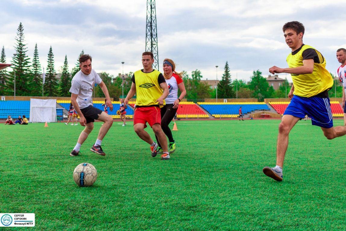 Студенты МГТУ обыграли своих преподавателей в мини-футболе