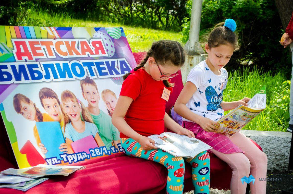 Школьники отметили Пушкинский день в Ручьевском сквере