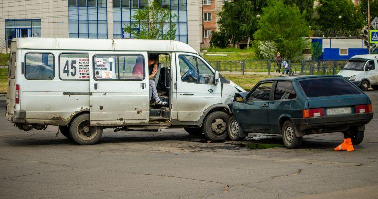 Одна за другой. Пассажирские «ГАЗели» попали в аварию