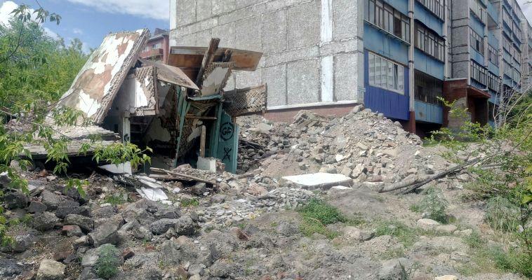 Горожане устали от вида устрашающих руин на Уральской