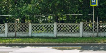 Видео. Магнитогорцев расстроил пешеходный переход в газон