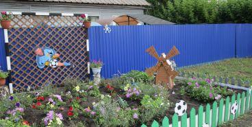 Житель Магнитогорска соорудил «футбольную» клумбу