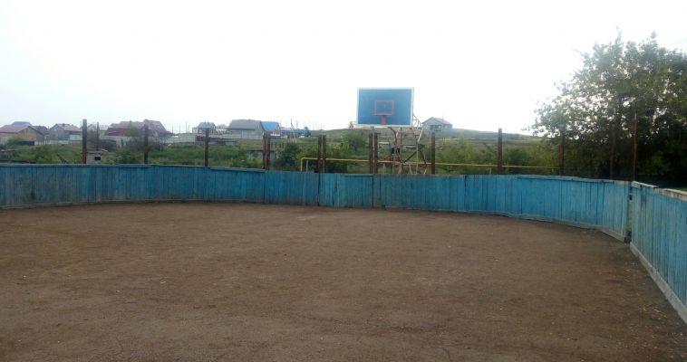 Жители поселка Приуральский возмущены состоянием хоккейной коробки