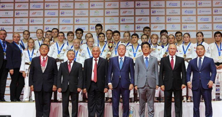 Путин вручил награду магнитогорской дзюдоистке