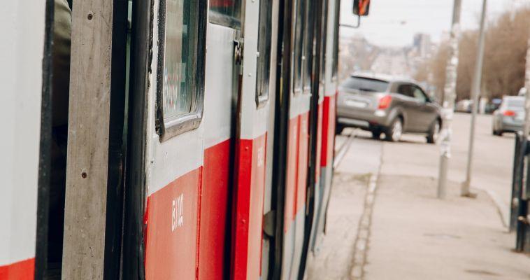 Сегодня утром в трамвае умер пенсионер