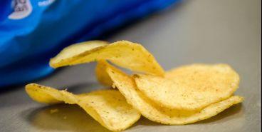 В школах хотят запретить продажу чипсов и газировки