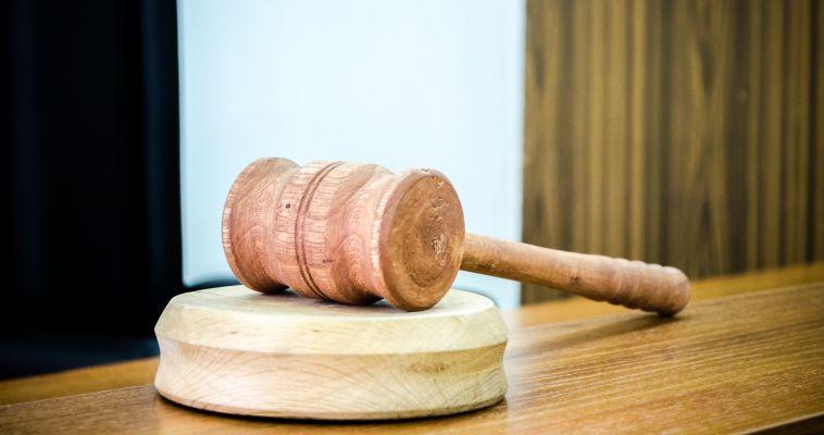 Дебошир, избивший полицейского, получил срок