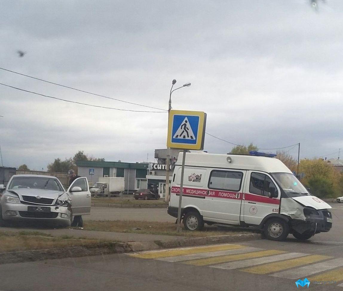 Машина скорой помощи попала в ДТП