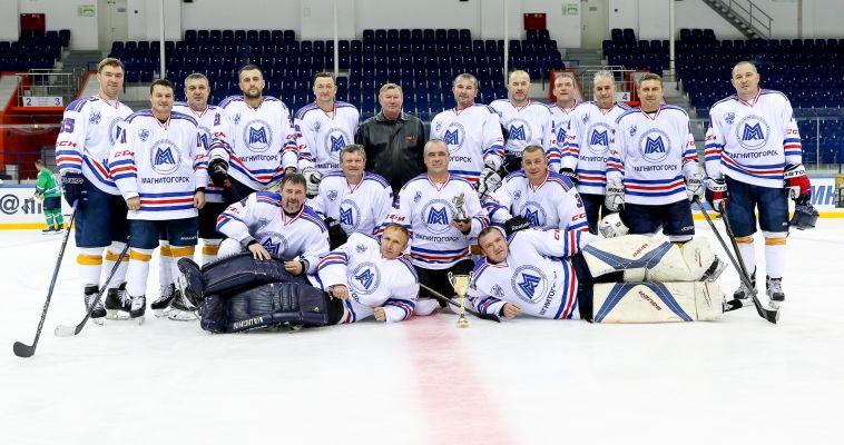 Ветераны хоккея вернулись домой с наградами