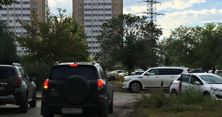 Пешеходы и водители не могут поделить дорогу