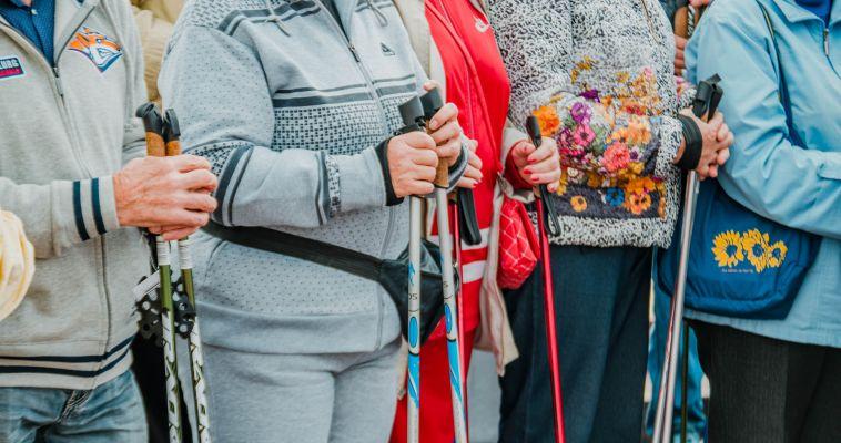 Любители скандинавской ходьбы вышли на старт