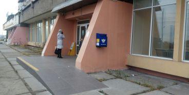 Горожане пожаловались на отсутствие поручней возле почтового отделения