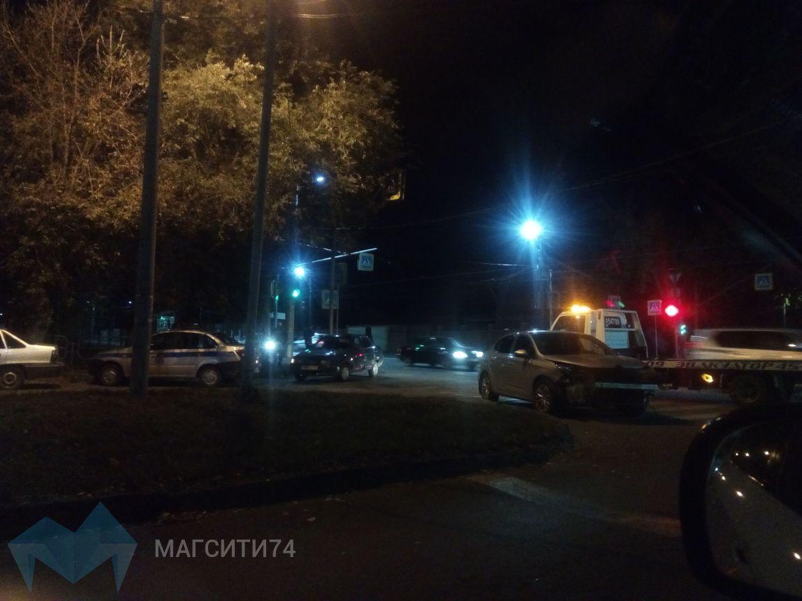 На перекрестке Ленинградская-Суворова снова авария