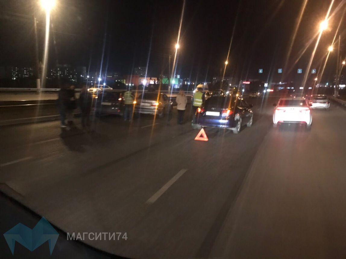 На Казачьей переправе столкнулись три автомобиля