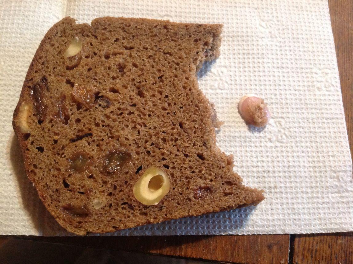 Жительнице Магнитогорска попался хлеб с французским маникюром внутри