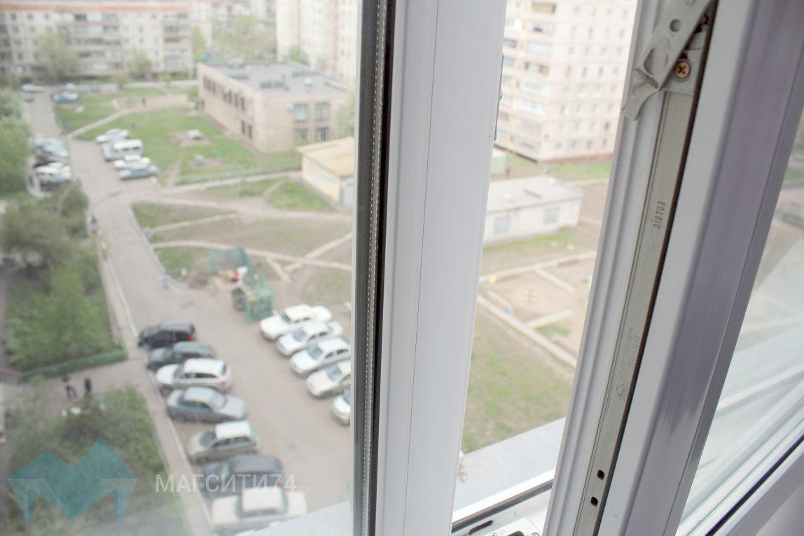 В Ленинском районе женщина упала с четвертого этажа