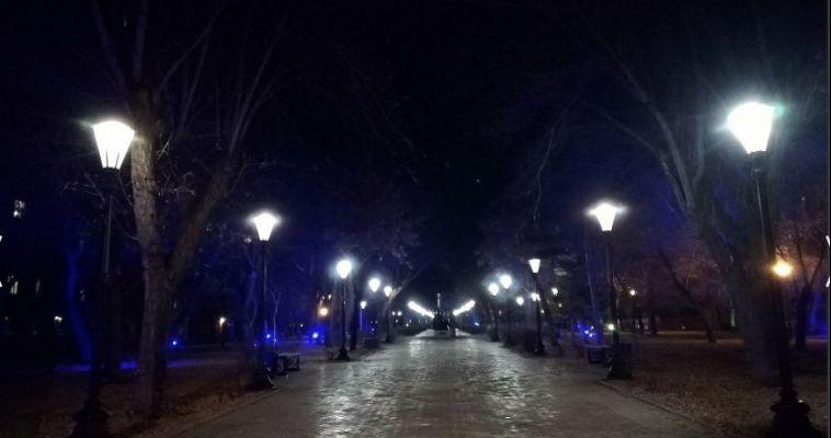 В городских парках стало светло
