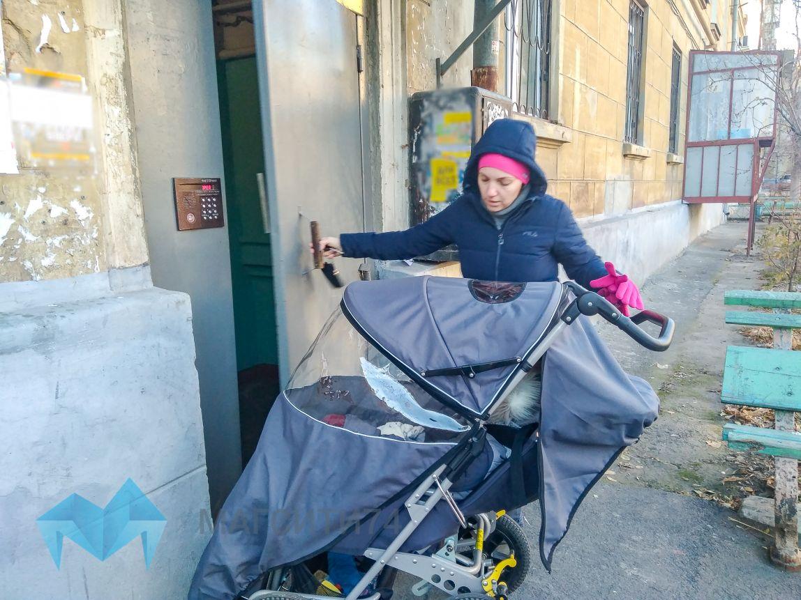 Жительница Магнитогорска пытается добиться установки пандуса в подъезде