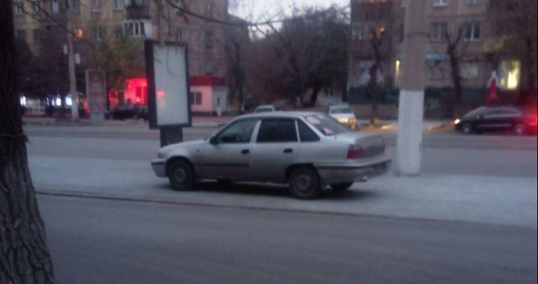 Глава города не видит проблем в парковке на замощенных тротуарах
